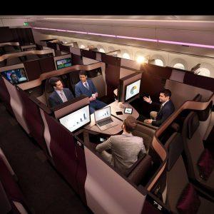 Qsuite von Qatar zeigt ein Meeting im Flugzeug